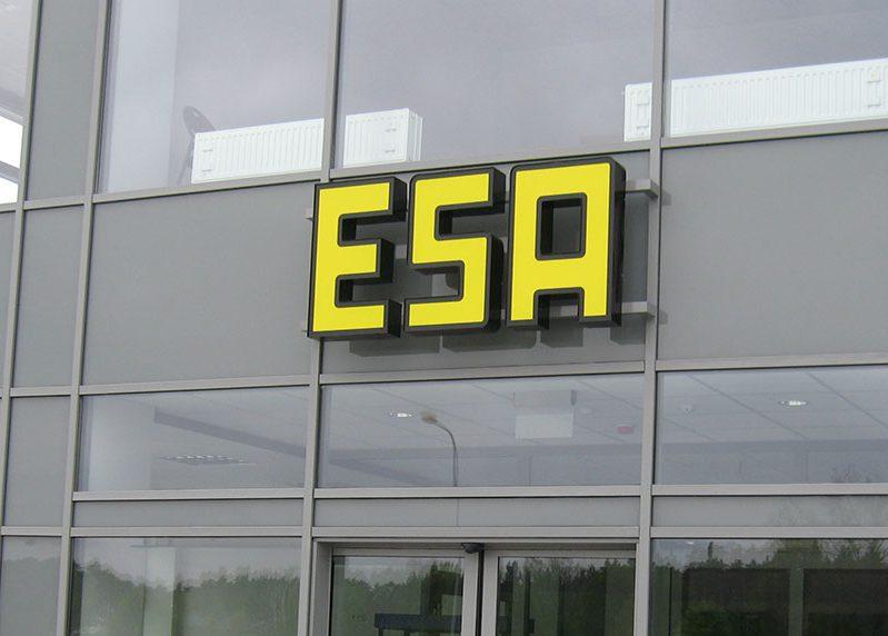 Litery - ESA - oznakowanie kompleksu